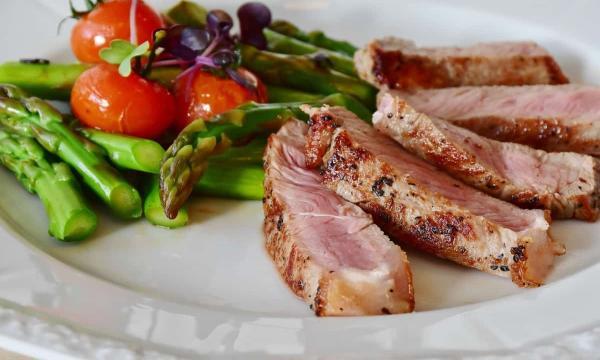 اللحم في المنام للعزباء للمتزوجة للحامل لابن سيرين